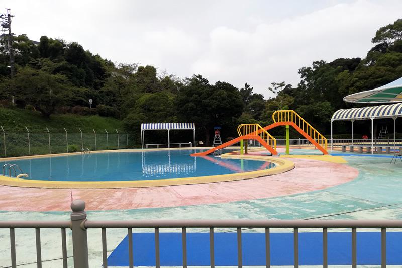浜松城公園児童プール 滑り台あり