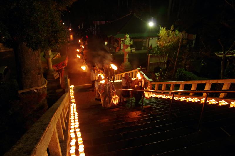 可睡斎 秋葉の火祭り 松明道中